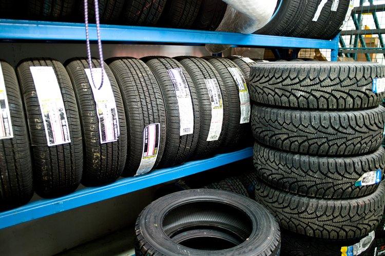 El manejo de materiales es el movimiento de los bienes individuales, empacados y a granel que utilizan mano de obra y máquinas.