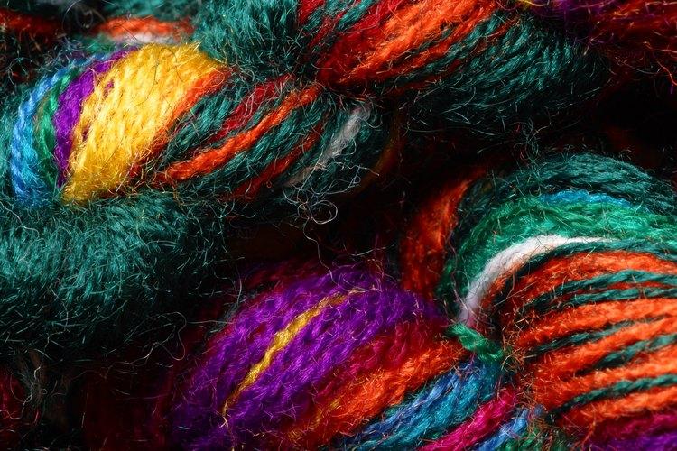 Haz trenzas y rastas de lana.