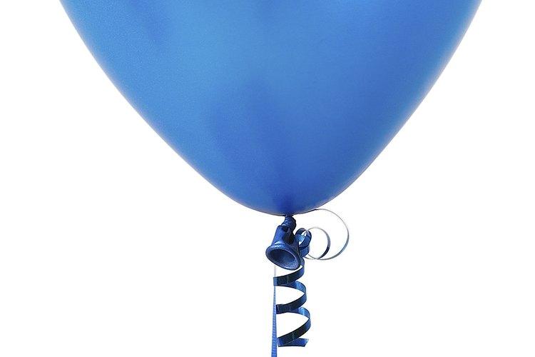 Cubre el globo con tiras de papel
