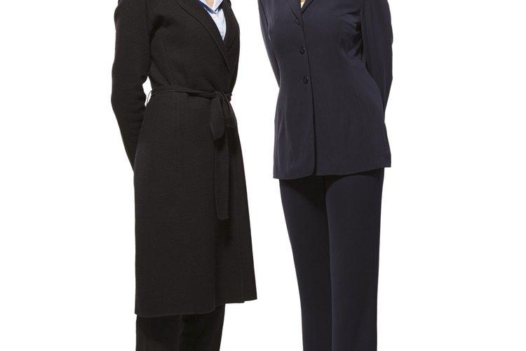 Elige un buen traje en color azul o negro para un ambiente formal.