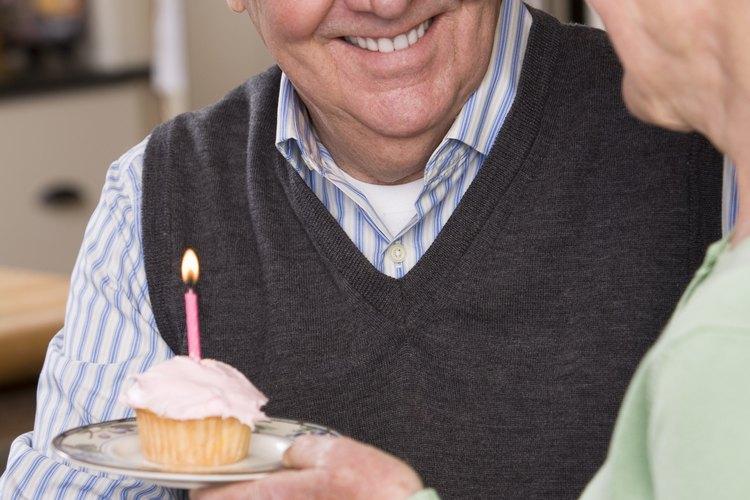 Planea una celebración divertida para un cumpleaños de 80.