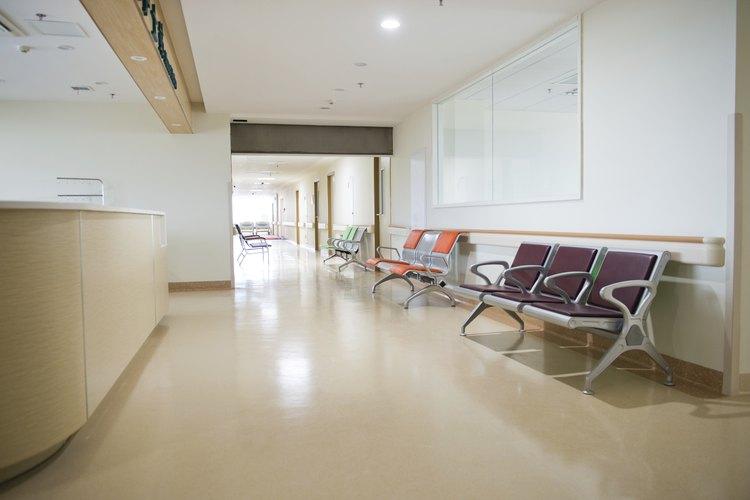 Sigue los siguientes pasos para acelerar el proceso de buscar a alguien en un hospital.
