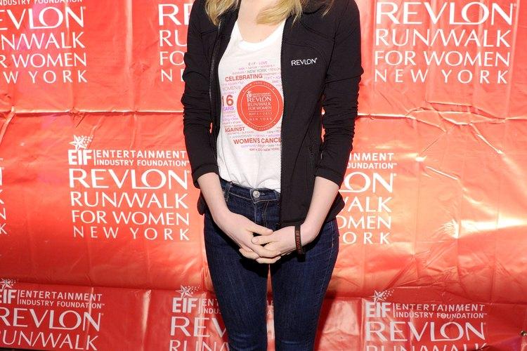 Los pantalones de Emma Stone se ajustan y favorecen a tu cuerpo.