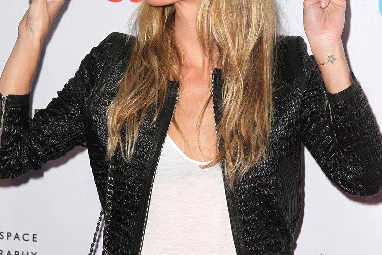 La supermodelo Gisele Bundchen tiene cabello largo, liso y fino y sabe cómo peinarlo correctamente.