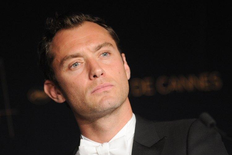 No todos los picos de viuda se ven tan bien como el de Jude Law.