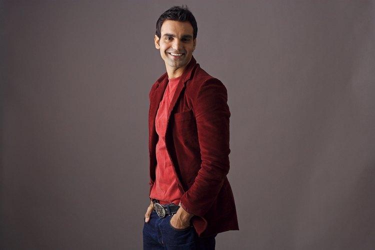 Usar un blazer con un pantalón puede darte más libertad de expresar tu estilo personal que un traje.