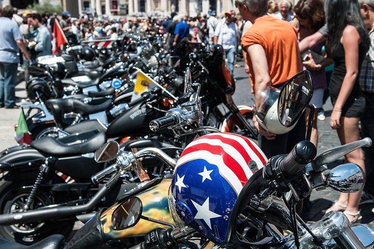 Las motos Harley Davidsons son populares en el ambiente motoquero.