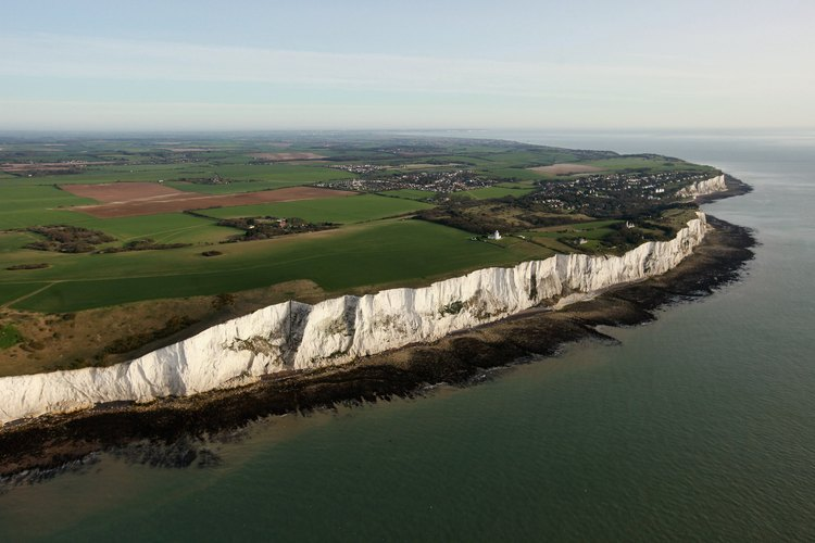 La tiza, un tipo de piedra caliza, conforma los acantilados blancos de Dover.