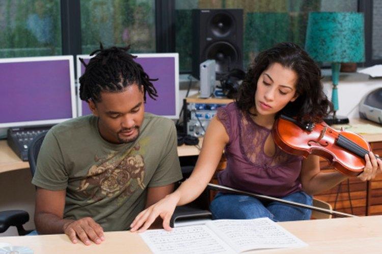 Conoce los instrumentos de tu partitura y obtén consejos de ejecutantes cuando lo requieras.