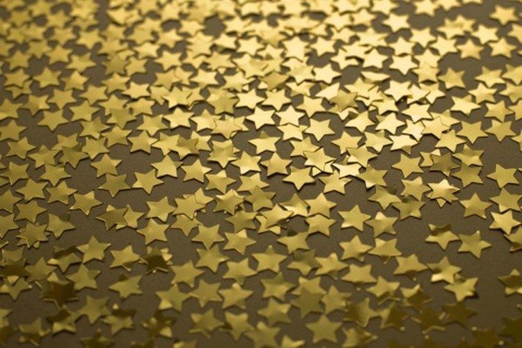 El confeti en forma de estrella de cualquier color es perfecto para una fiesta al estilo Hollywood.