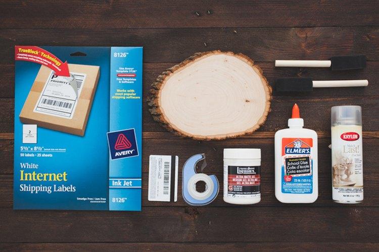 Los materiales que necesitas para transferir una impresión de tinta a la madera.