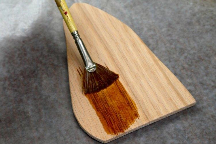 Tiñe la madera.