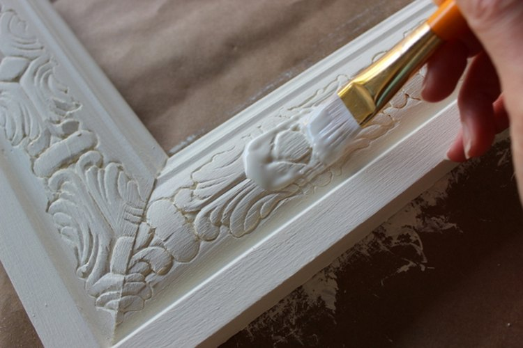 La cera transparente protege la pintura a la tiza.