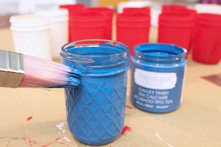 Pinta los frascos de conservas.