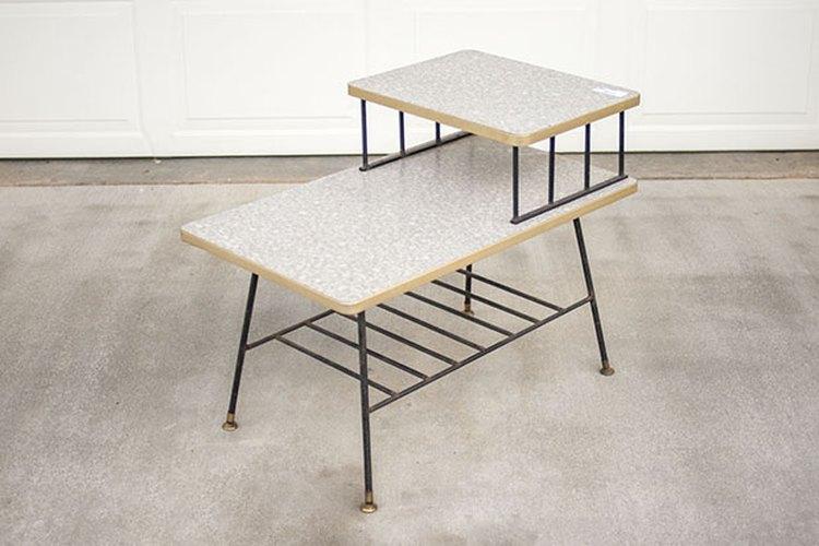 Antes de la renovación, la mesa auxiliar lucía pasada de moda.