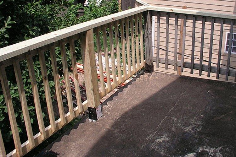 La barandilla del porche reparado.
