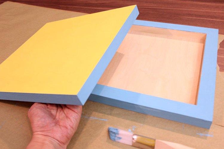 Pinta los lados y la parte trasera.