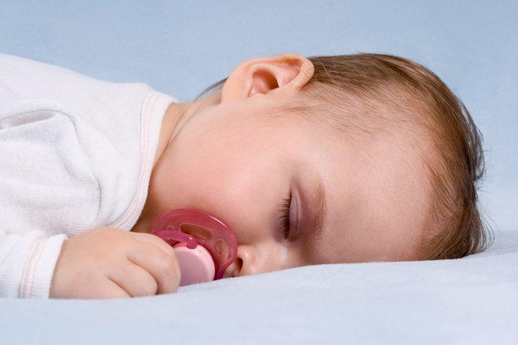 Hacer que tu bebé se duerma sobre el estómago puede es poco seguro.