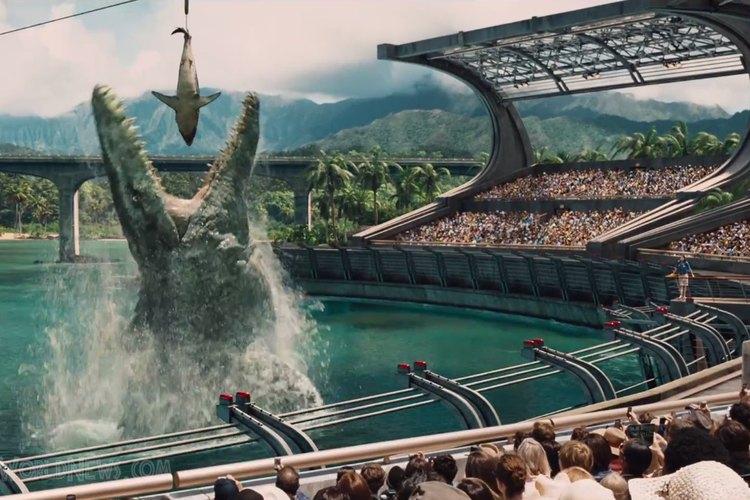 Escena en la que un dinosaurio gigante se devora a un tiburón