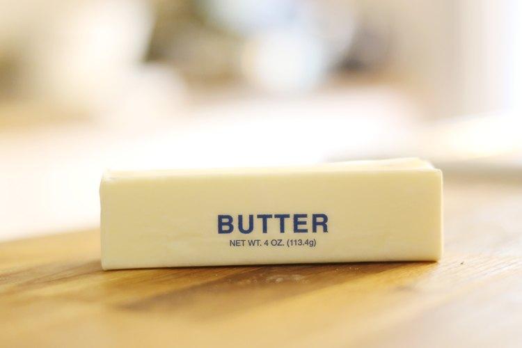 Derrite la mantequilla antes de incorporarla a la masa del pastel.