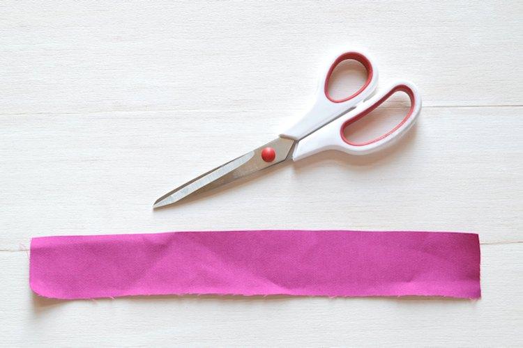 Para obtener mejores resultados, usa una tijera diseñada especialmente para cortar tela.