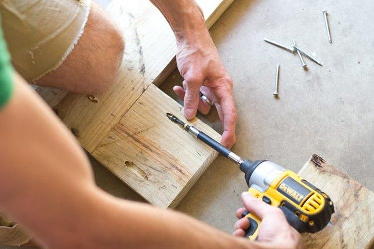 Prepara la madera para conectarla.