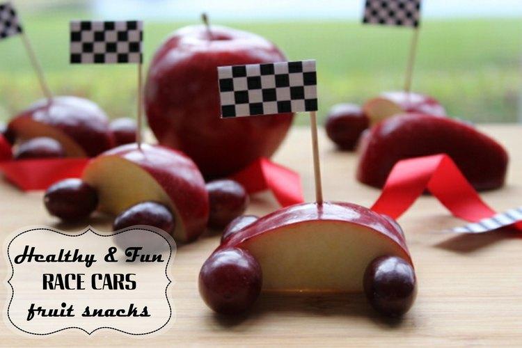 Los autos de carreras de frutas son saludables y divertidos.