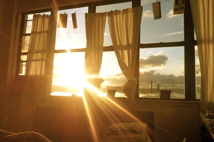 Aprovecha toda la luz solar que dispongas para calentar tu hogar.