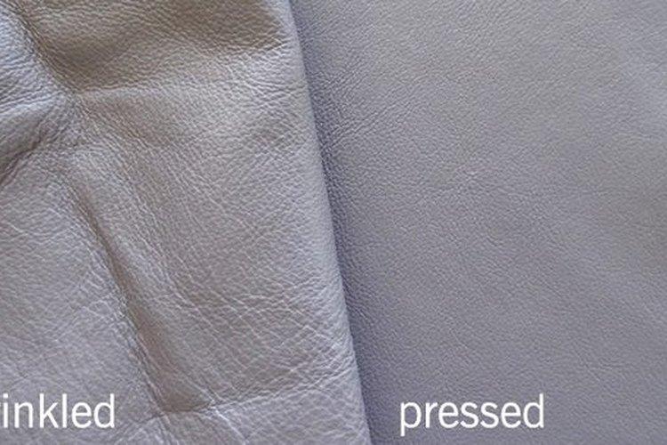 Plancha el cuero antes de coser.
