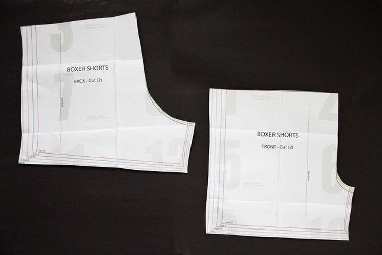 Imprime y une las páginas del patrón de los bóxer.