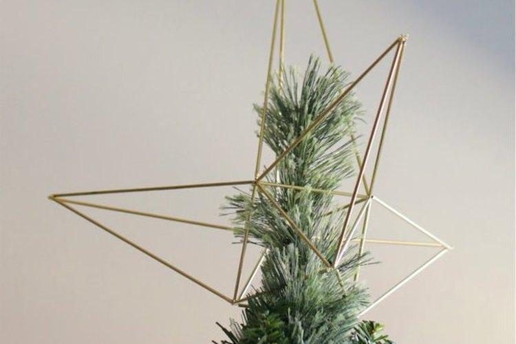 Haz una estrella Himmeli para decorar tu árbol de Navidad.