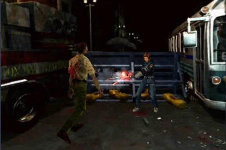 Uno de los personajes principales enfrentandose a un zombie en Resident Evil 2