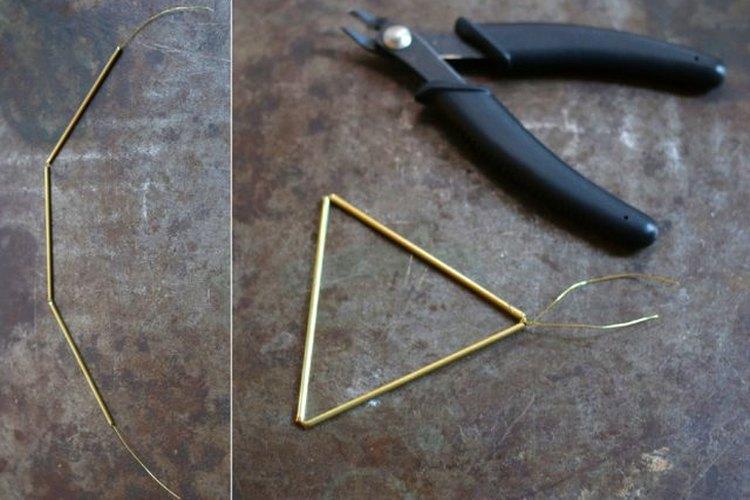 Crea el primer triángulo de la estrella.