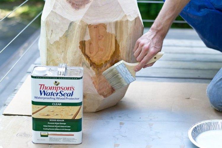 Protege la madera con un sellador impermeable.