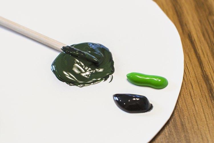 Para oscurecer tonos, usa pintura negra.