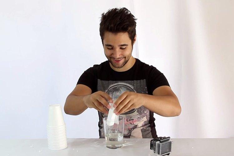 Podrás reducir el tamaño del poliestireno expandido y a la vez pegar tus objetos rotos de plástico.