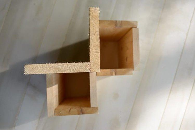 Corta las tablas de los maceteros.