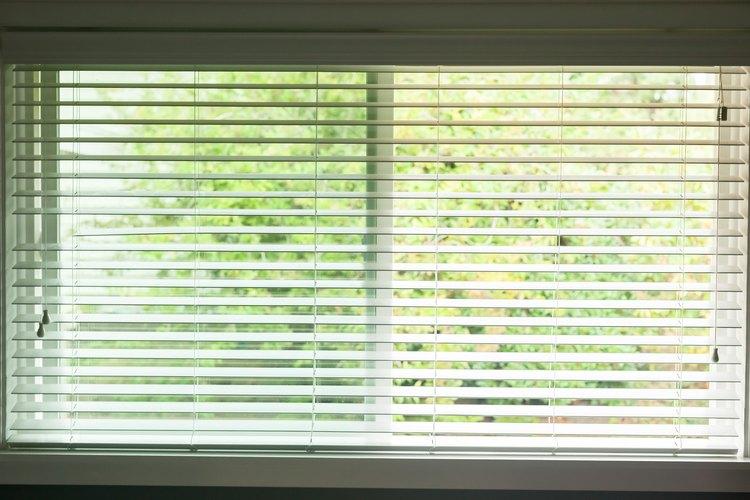 El método adecuado para abrir las persianas de las ventanas puede variar dependiendo del estilo de las mismas.