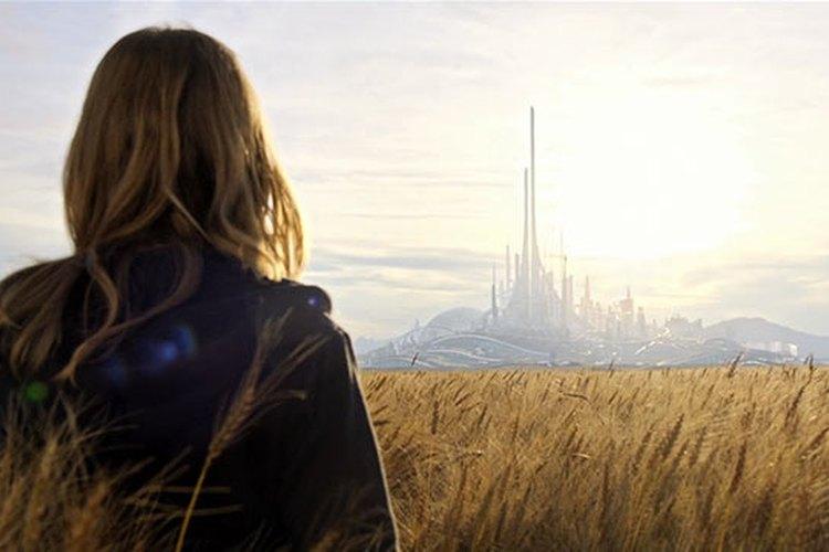 Escena en la que Casey Newton observa de lejos Tomorrowland