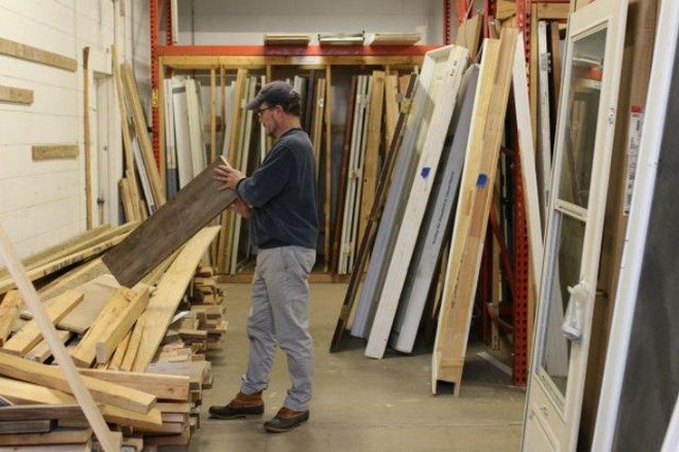 Existen muchos lugares donde podrás encontrar la madera reciclada.