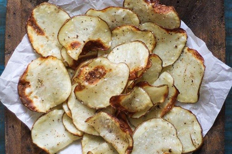 Sirve las papas fritas saludables y crujientes.