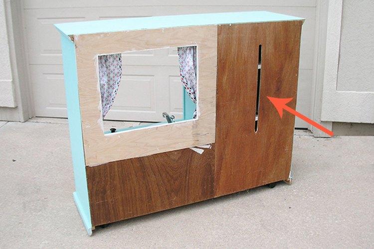 Añade una pizarra a la parte posterior del armario.