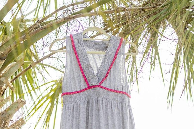 Lleva el vestido decorado a pasear mientras caminas por la playa o te recuestas sobre la cubierta de una piscina.
