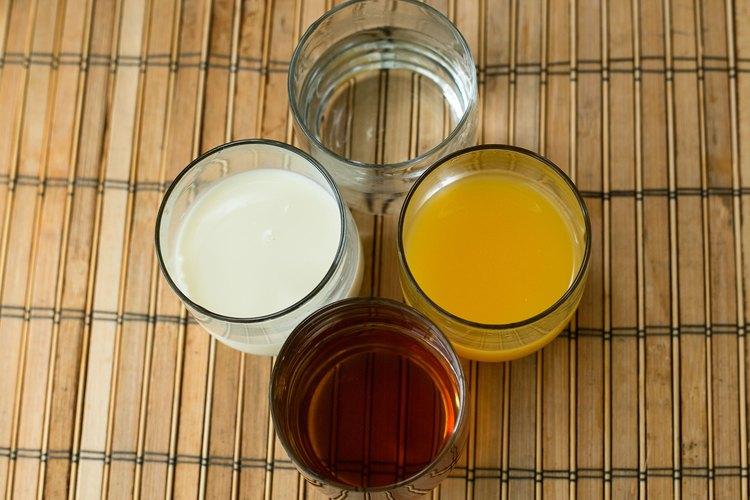 Jugo de naranja, leche y té