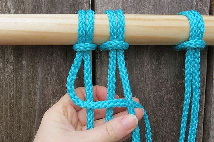 Necesitas cuatro cuerdas para crear un nudo cuadrado,