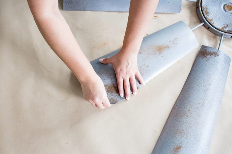 Dobla suavemente los bordes de las aspas.