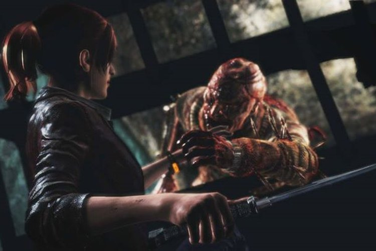 Una de las protagonistas del juego es sorprendida por un zombie