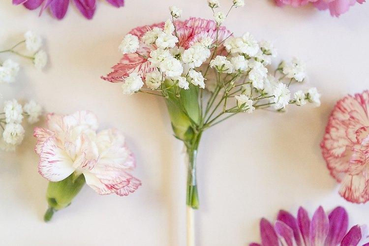 Unir dos flores puede darle un diseño elegante.