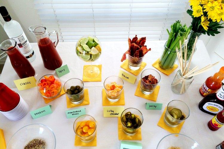 Los tallos de apio son una decoración de Bloody Mary habitual; y perfectos para agregar sabor y para mezclar el trago.