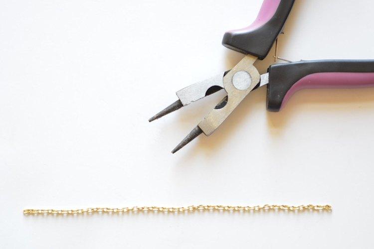 Envuelve la cadena alrededor de tu muñeca para asegurarte de que calce.